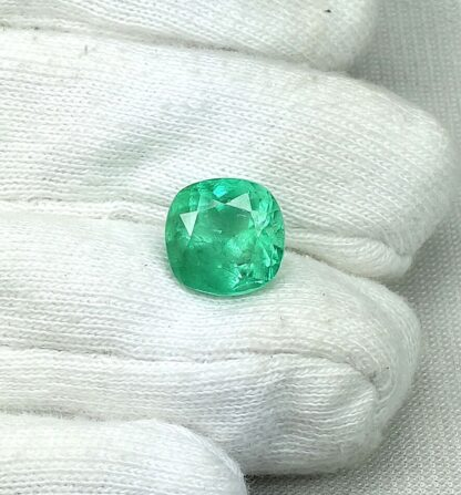 7CT COUMBIAN EMERALD